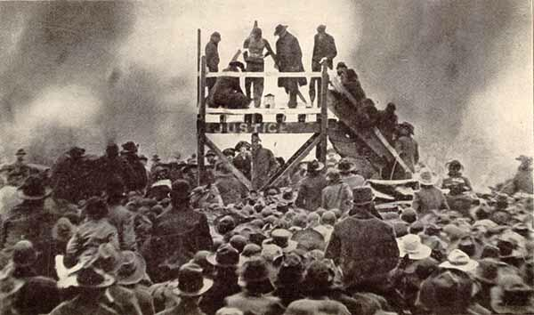 Photo of public lynching of Henry Smith in Paris, Texas in 1893
